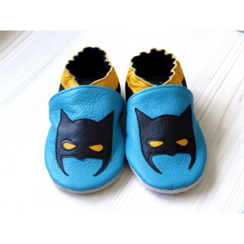 Chaussons en cuir souple - Super héros bleu. Fait main et unique.
