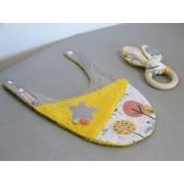 Bavoir et anneau de dentition : Oiseaux. Hochet et serviette pour le repas