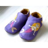Chaussons en cuir souple - Sirènes violettes. Fait main et unique.