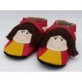 Chaussons en cuir souple -Poupettes rouges. Fait main et unique.