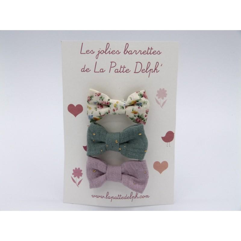 Les jolies barrettes : crées et cousues à la main. Fleurs rose et vert.
