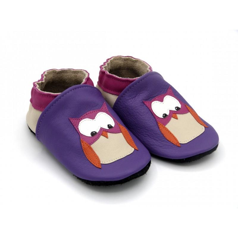 Chaussons en cuir souple - Chouettes violet. Fait main et unique.