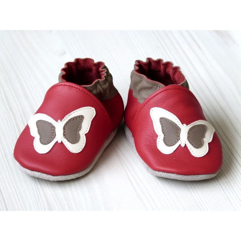 Chaussons en cuir souple - Papillon rouge. Fait main et unique.