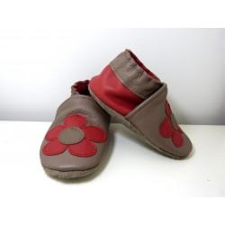 Chaussons en cuir souple - Fleurs taupe. Antidérapants et résistants