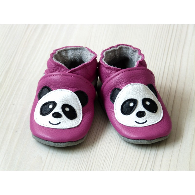 Chaussons en cuir souple - Pandas roses. Fait main et unique.